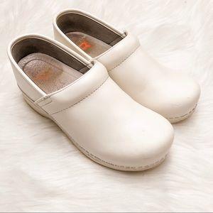 Dansko XP Shoes White Clogs size 7.5